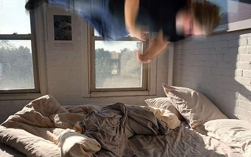 Dormi pe burtă? Un român a fost proiectat în tavan de o erecţie matinală bruscă