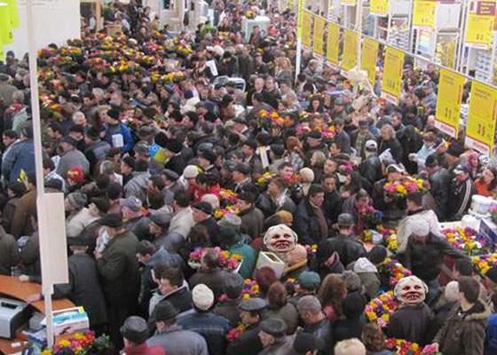 Protestul Antena 3 a fost nimic! O promoţie la tigăi a scos azi din case 174.000 de pensionari