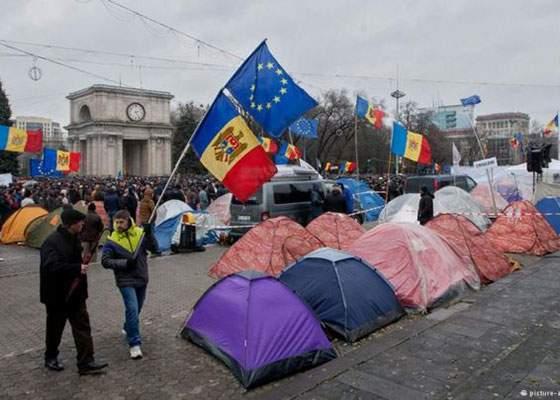 Mii de moldoveni protestează în Chişinău faţă de faptul că sunt moldoveni şi trăiesc în Moldova