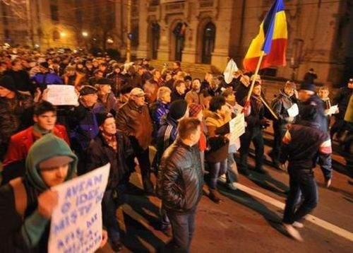 Cum a trăit Băsescu manifestaţia de la Palatul Cotroceni