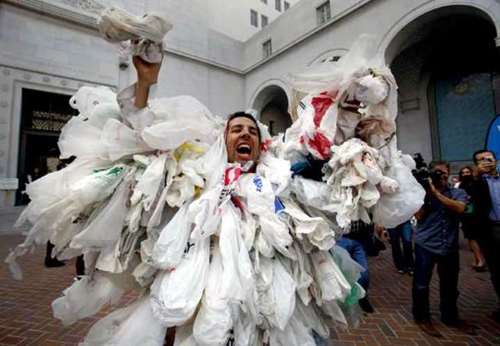 Panică extremă! Un român s-a dus la cumpărături cu toată punga cu pungi