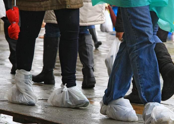 Apel disperat! Odată cu interzicerea pungilor de plastic, mii de români riscă să rămână desculţi