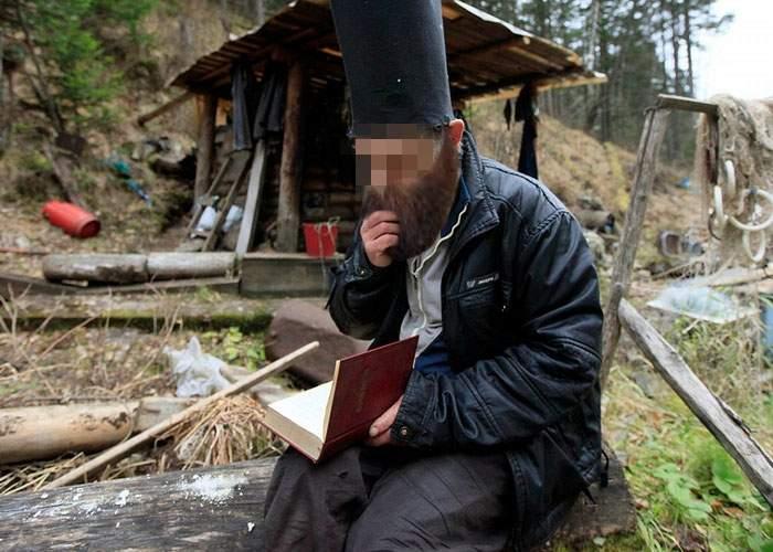 """Pustnic, singur în munţi de 2 ani: Îi aşteptam pe ceilalţi 400 care dăduseră """"Going"""" pe Facebook"""