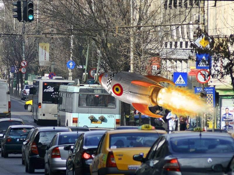 România a testat o rachetă care poate prinde două semafoare consecutive pe verde în Bucureşti