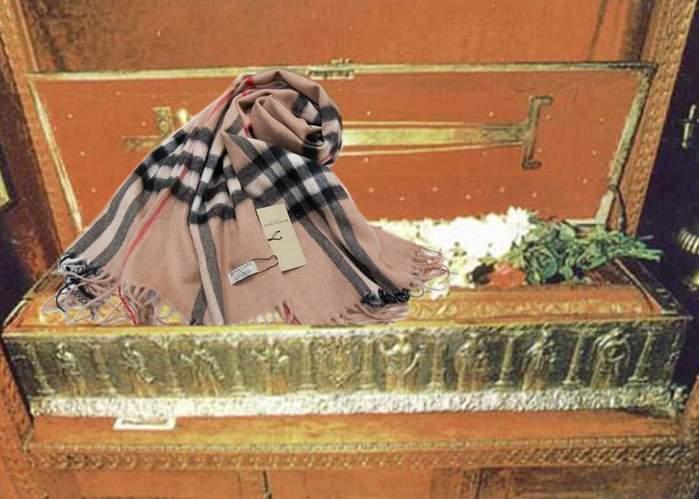Fularul lui Adrian Năstase va fi depus la mausoleul din Zambaccian pentru a fi pupat de pelerini