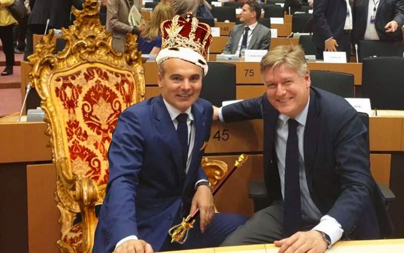 Scandal în Parlamentul European. Rareș Bogdan și-a înlocuit scaunul cu un jilț din sec. XVII