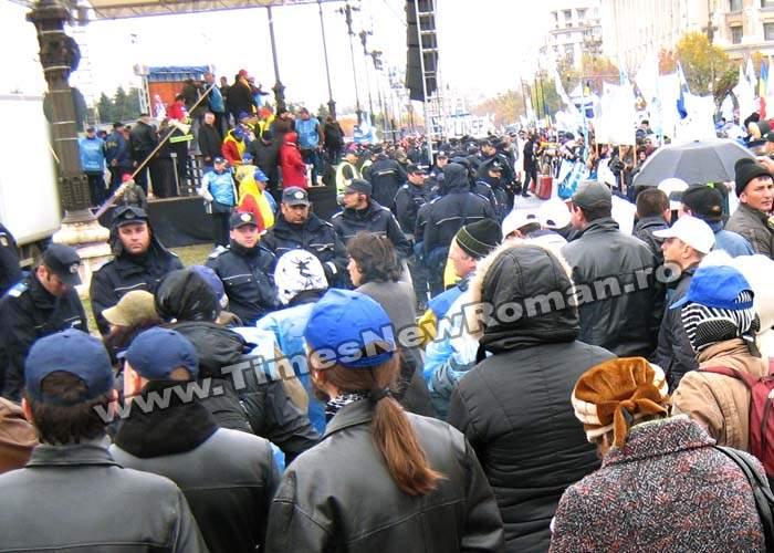 Reacţii la proteste: Patriarhul Daniel, Gigi Becali, Stephen Hawking, Copos şi Botezatu