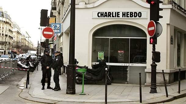 Un nou atentat la Charlie Hebdo! O grupare de români a năvălit în redacţie şi a pus manele la maxim