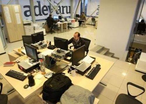 """Ziarist sancţionat pentru că nu a scris """"prostănac"""" într-un articol despre Geoană"""