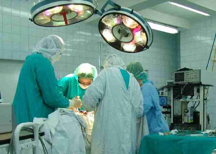 Miracol medical în România! Unui bărbat i-a fost refăcută mătreaţa cu celule stem