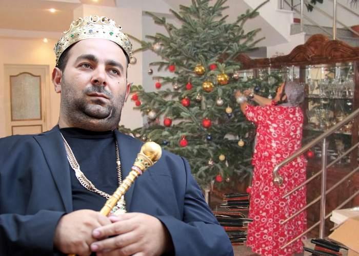 Regele Cioabă, fericit de Moş Nicolae: A primit 600 de portofele de la familie şi apropiaţi