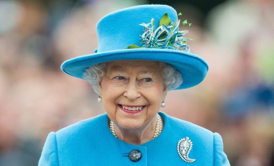 """Regina îl trolează pe Charles: """"LOL, o să fie singura coroană pe care-o s-o porți"""""""