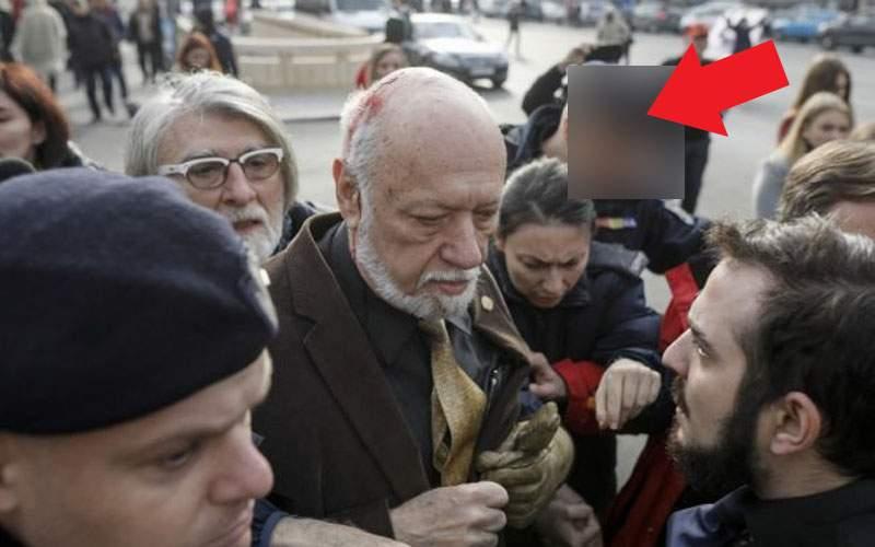 Un român a primit certificat de revoluţionar fiindcă era lângă Gelu Voican când a luat cârja aia