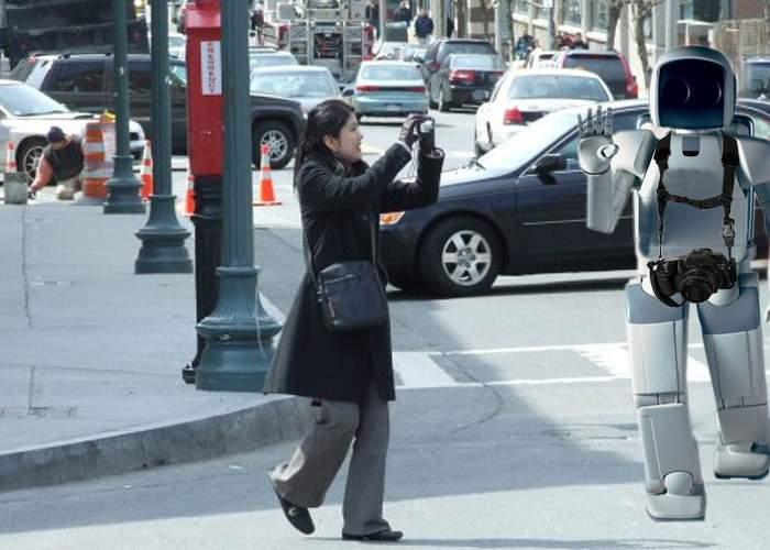 Japonezii au pus la punct un robot care face fotografii în locul turiştilor