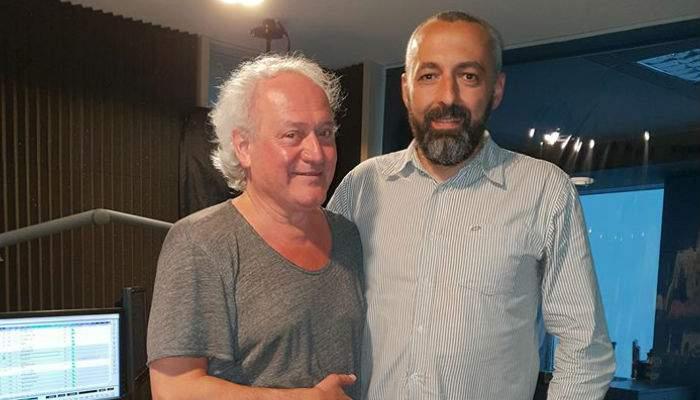 Bătrân senil, căutat de un an de familie, descoperit la Rock FM, unde are o emisiune