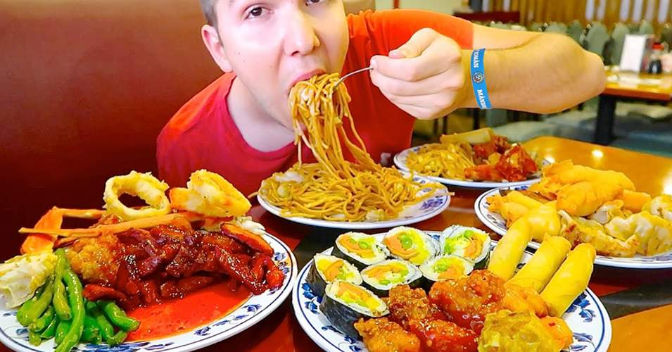 Studiu! Un român mănâncă într-o zi la all inclusive cât un întreg sat african într-un an