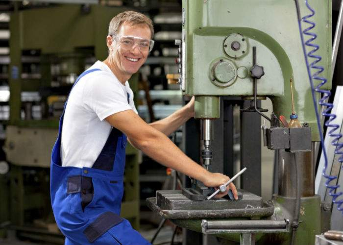 Poveste de succes pentru un român în Germania. În 10 ani a trimis acasă o fabrică, bucată cu bucată!