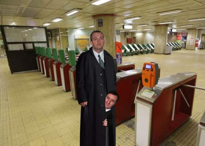 De când s-a scumpit, tot mai mulţi români intră la metrou câte doi, ascunşi într-un parpalac lung