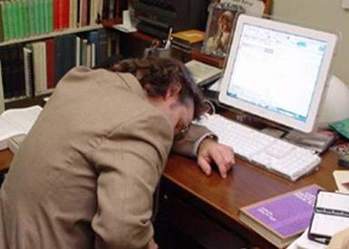 65% dintre români ar munci mai mult dacă nu ar avea serviciu