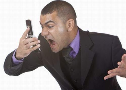 Românii lansează Dumbphone-ul, aparatul care uită numerele de telefon
