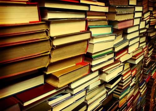 Tot mai puţini conaţionali cred în existenţa românului care citeşte cărţi
