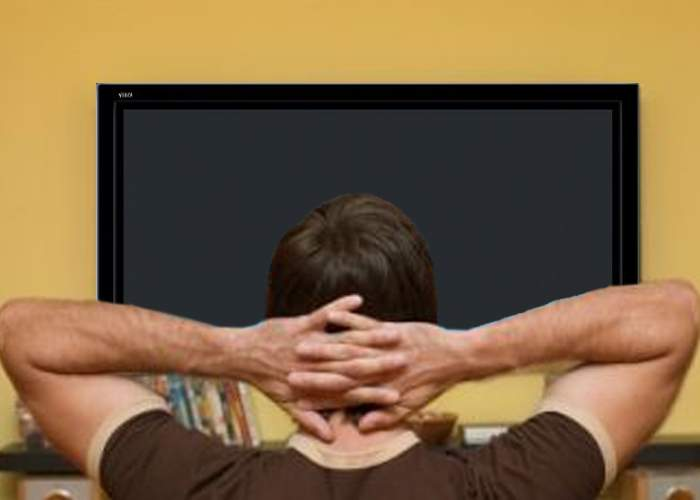 Tot mai mulţi români se uită la TV cu televizorul stins