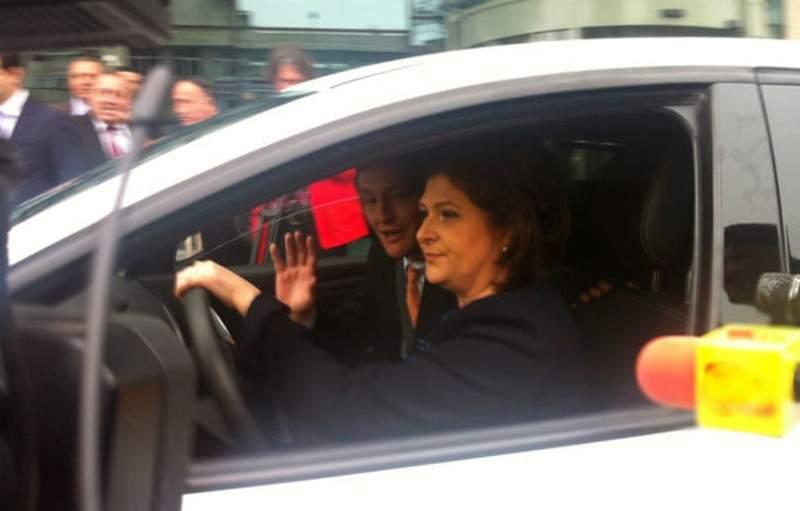 Rovana, respinsă la funcţia de comisar pe Transporturi, că n-a putut să parcheze lateral