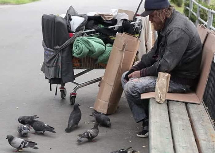 Singurul bucureştean rămas în oraş în minivacanţă s-a sălbăticit şi vorbeşte cu porumbeii