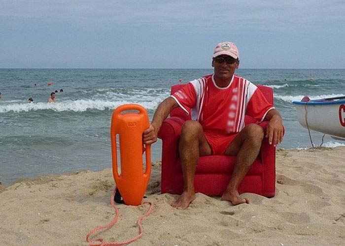 Salvamar din Costineşti, bănuit că a fost angajat pe pile după ce a recunoscut că nu ştie să înoate
