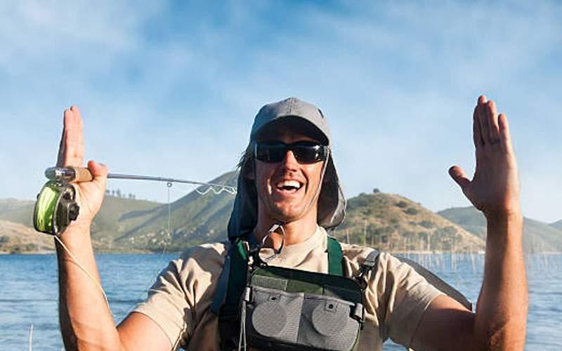 Un pescar se laudă că a prins la Socului o şaorma de 4 kg