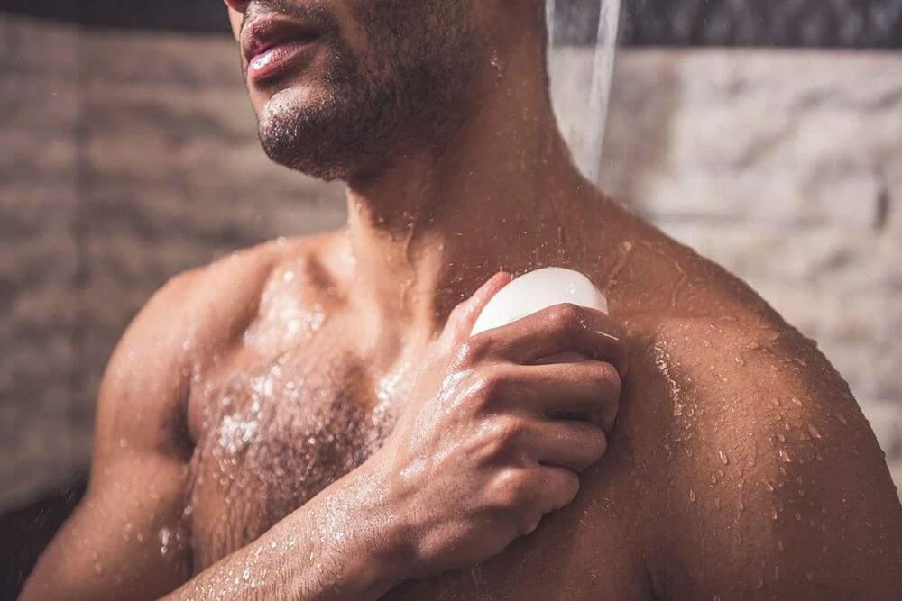 Disperare! Pentru că n-a mai găsit deodorant, un român și-a luat săpun