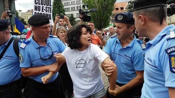 10 lucruri despre scandalul cu actrița săltată de jandarmi la mitingul anti-gay din Cluj
