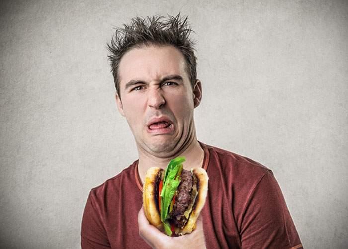 Un teleormănean a primit un burger şi a reclamat la OPC că a găsit o chiftea în pâine