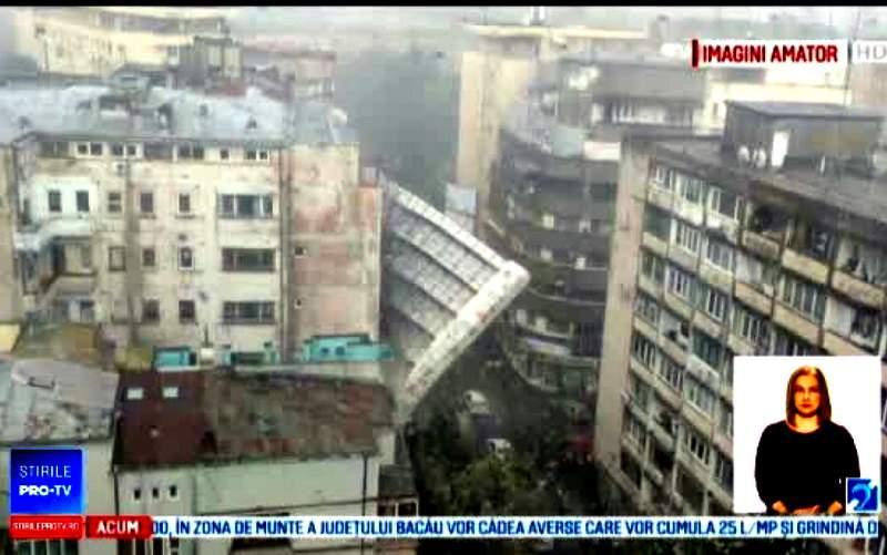 N-a fost furtuna! Cele 2 schele căzute în Bucureşti, supraîncărcate cu PET-uri de bere