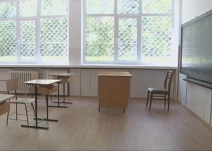 """Închiderea şcolilor afectează mii de profesori: """"Stăm de zile întregi fără şpagă, ca ultimii oameni"""""""