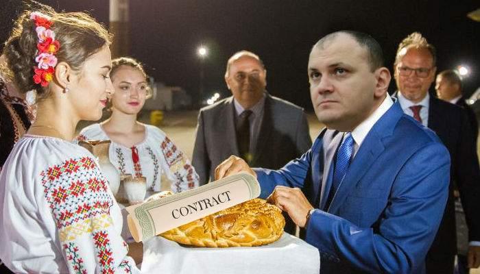 Sebi Ghiţă, achitat. La întoarcerea în ţară a fost întâmpinat la graniţă cu pâine şi contracte