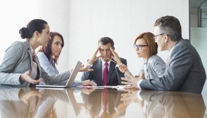 Ședință record într-o corporație! Se dezbate de 3 zile ce băutură să se cumpere pentru teambuilding