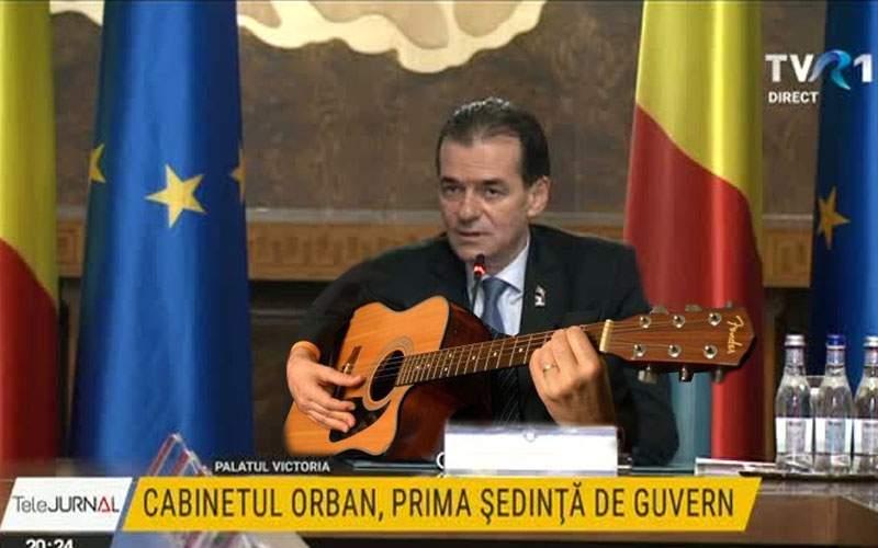 Prima şedinţă a guvernului Orban! S-au cântat Râpa, Amintire cu haiduci şi Copiliţă fără minte