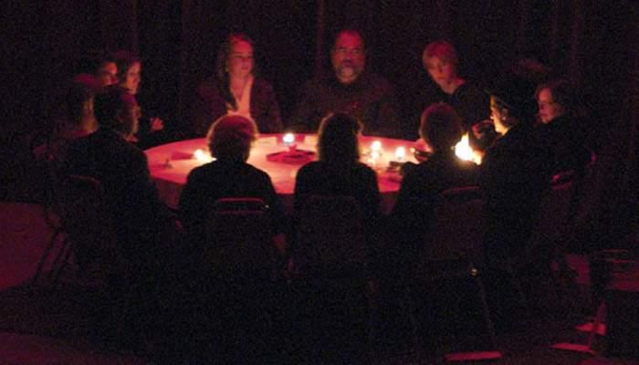 Cartier în beznă după ce la o şedinţă de spiritism a fost invocat Ceauşescu