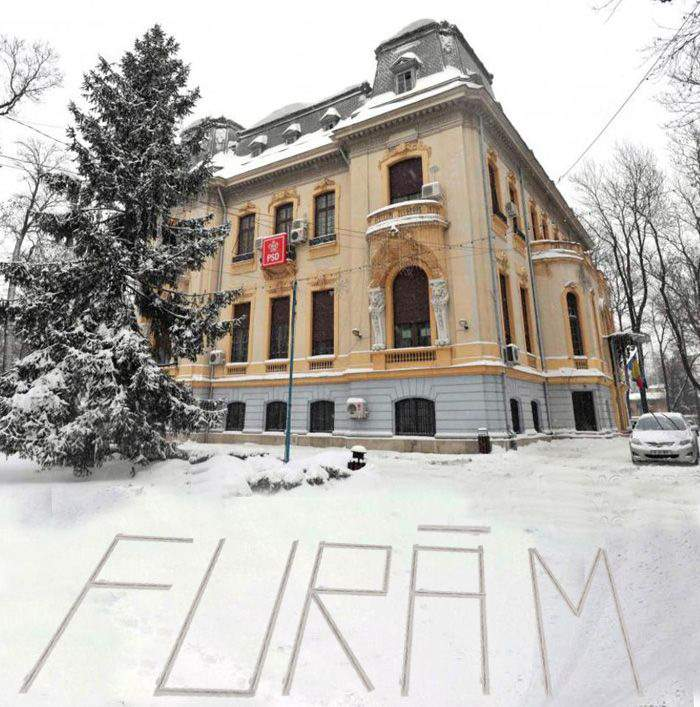 """Poza zilei! Primul pesedist care a ajuns azi la sediu a scris și el ceva în zăpadă: """"FURĂM!"""""""