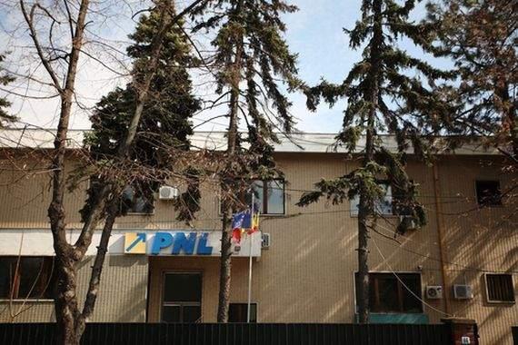 """Un român îngrijorat a sunat la sediul PNL: """"Sunteți ok? N-ați anunțat niciun candidat nou de 2 zile"""""""