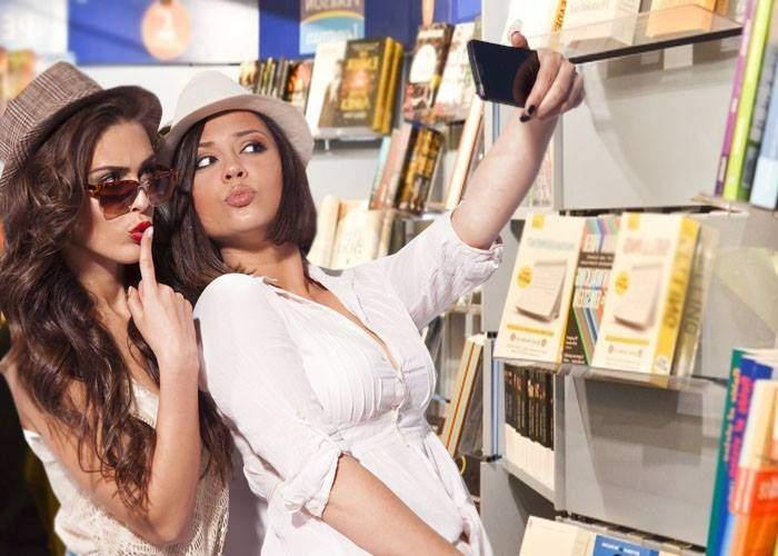 Prima zi de Bookfest. S-au vândut două cărți și s-au făcut 174.000 de selfie-uri
