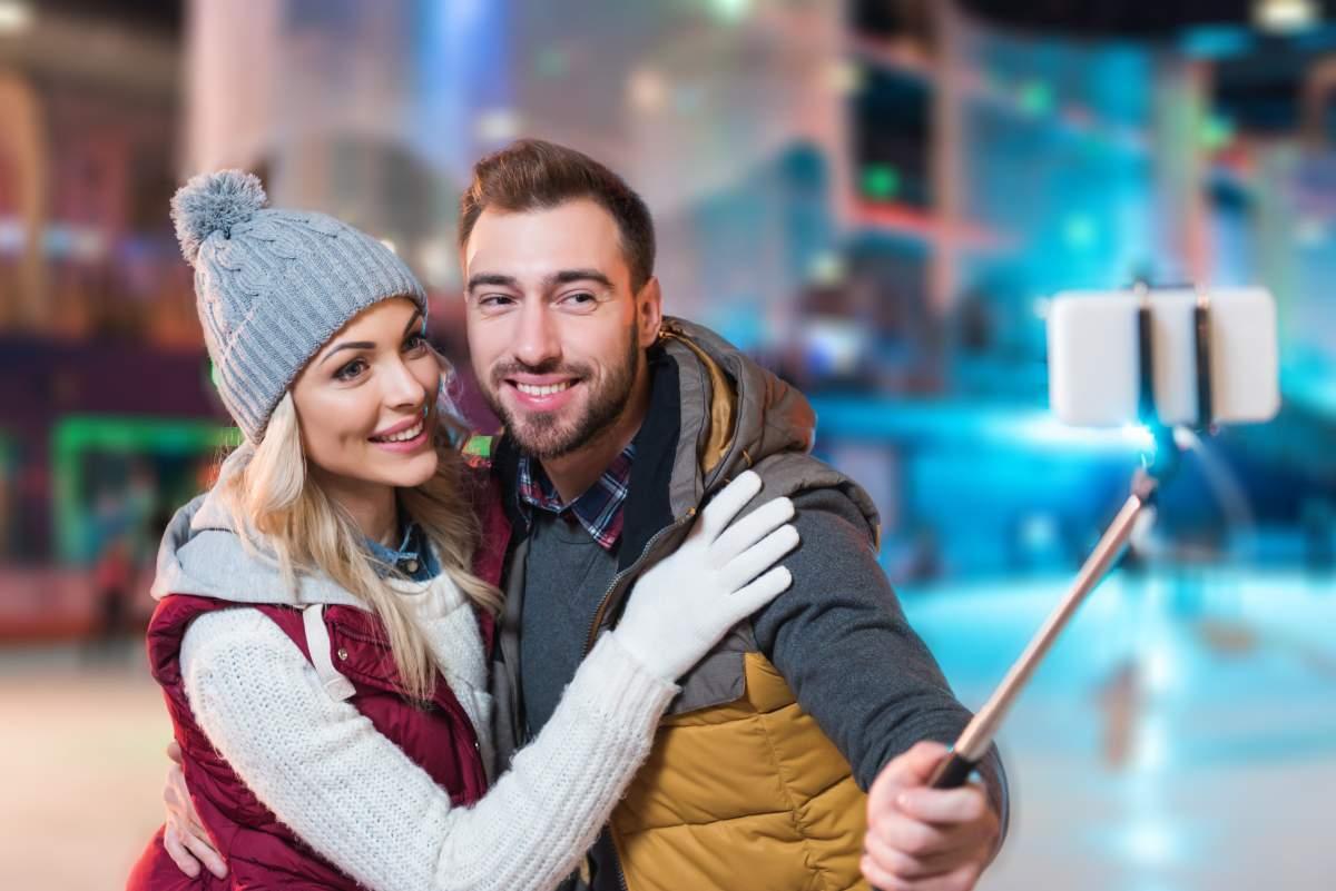 """Cei mai mulţi români cred că """"patinaj artistic"""" înseamnă să-ţi faci selfie pe patine"""