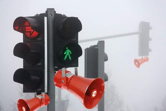Mult mai simplu! Semafoarele din Bucureşti vor claxona automat, singure, când se face verde
