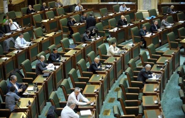 Noua lege îi afectează și pe senatorii care au votat-o! De acum vor mânca 51% căcat românesc