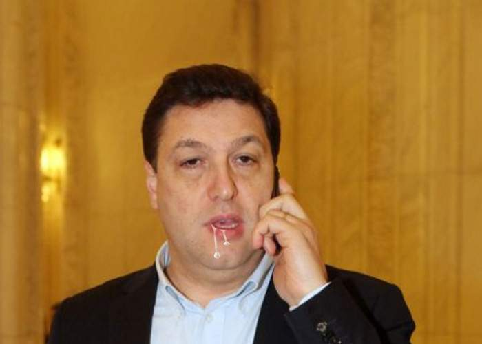 Șerban Nicolae e atât de prost încât are un consilier angajat să-i șteargă scuipatul care-i curge din gură
