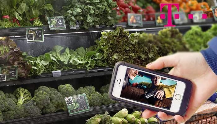 Mai nou bărbaţii adoră să se ducă la cumpărături cu listă de la soţie, că au timp să se uite la filme pe mobil