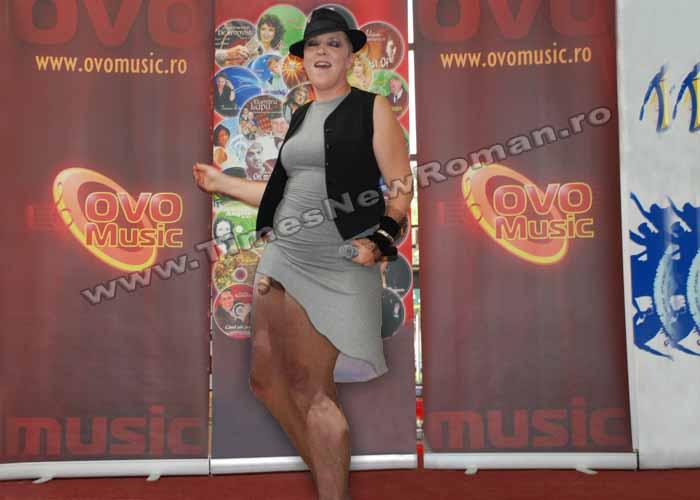 Cântăreața Silvia Dumitrescu și-a arătat penisul în timpul unui concert