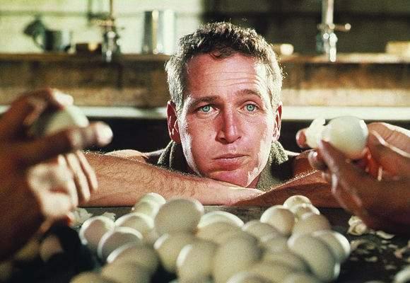 În acest weekend românii dau simularea pentru Paşti: încearcă să mănânce 50 de ouă într-o oră