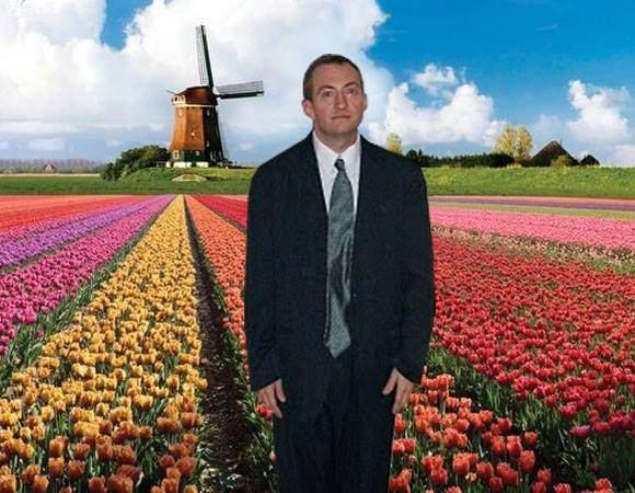 Poza zilei. El e singurul olandez care mai plantează lalele, după ce s-a legalizat cultivarea marijuanei